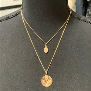 Jewelry - 2 gold (10 carat & 18 carat gold plated) necklaces